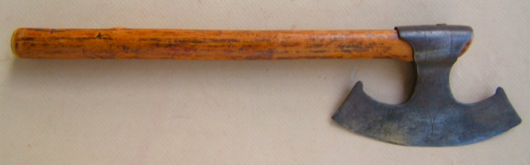 A FINE EARLY 17th CENTURY GERMAN/EASTERN EUROPEAN FIGHTING AXE, ca. 1640 front