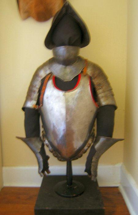 AA VERY GOOD & DECORATIVE COMPOSITE HALF SUIT OF ARMOUR, ca. 1600s & 1900s