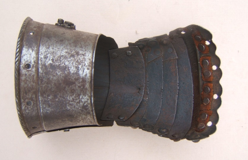 A VERY GOOD MID to LATE 16TH CENTURY GERMAN ETCHED GAUNTLET, ca. 1560 front