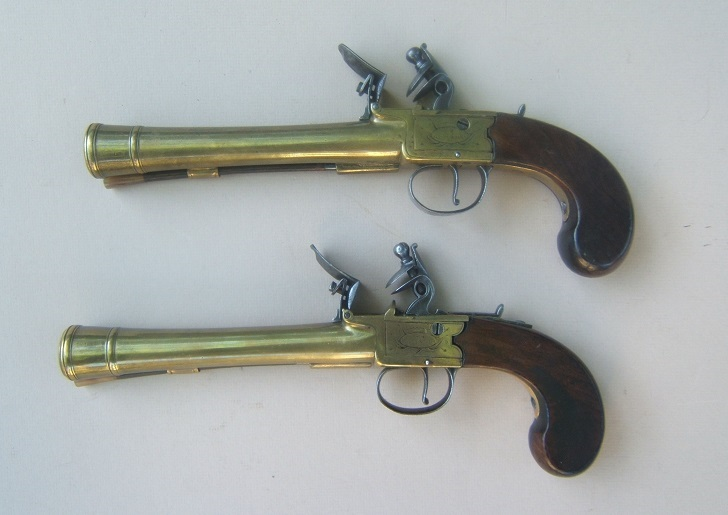 "A FINE PAIR OF BRASS BARREL ENGLISH BOXLOCK FLINTLOCK BLUNDERBUSS OFFICER'S PISTOLS, BY ""J & W. RICHARDS"", ca. 1810 view 1"