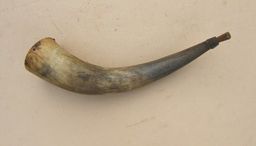 A NICE & VERY-LARGE AMERICAN COLONIAL/FRENCH & INDIAN WAR PERIOD MUSKET POWDER HORN, ca. 1750s view 1