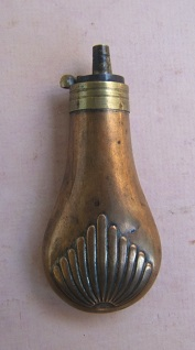 A FINE 19th CENTURY SMALL-SIZED (PISTOL-TYPE) EMBOSSED COPPER POWDER FLASK, ca. 1850 view 1