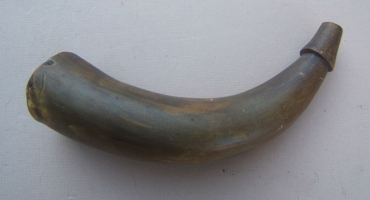 "A VERY GOOD REVOLUTIONARY WAR PERIOD AMERICAN PRIMING HORN w/ OWNER-""IA"" INSCRIBED WOODEN BASE, ca. 1770 view 2"
