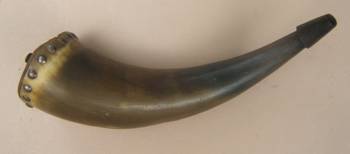 A FINE LATE 18TH/EARLY 19TH CENTURY COW HORN POWDER HORN, ca. 1780-1800 view 2