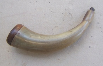 A VERY GOOD+/FINE REVOLUTIONARY WAR PERIOD AMERICAN PISTOL-TYPE POWDER HORN, ca. 1780 view 2