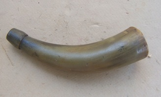 A GOOD AMERICAN RIFLE/PISTOL-TYPE POWDER HORN, ca. 1770-1800 view 1