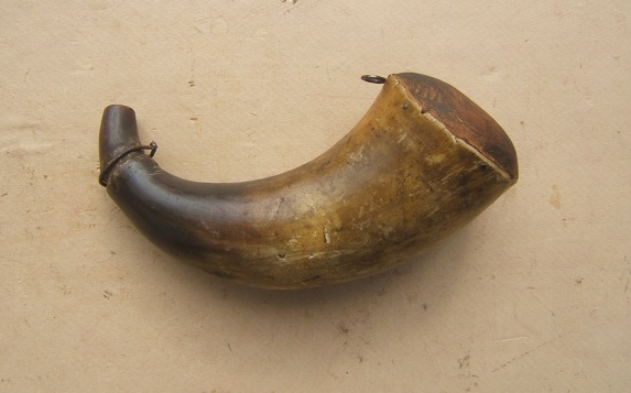 A VERY GOOD REVOLUTIONARY WAR PERIOD AMERICAN POWDER HORN w/ CONVEX BASE, ca. 1770 view 1