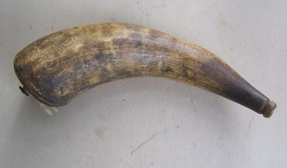 A VERY NICE LATE AMERICAN REVOLUTIONARY WAR/WAR OF 1812 PERIOD POWDER HORN, ca. 1780 view 2
